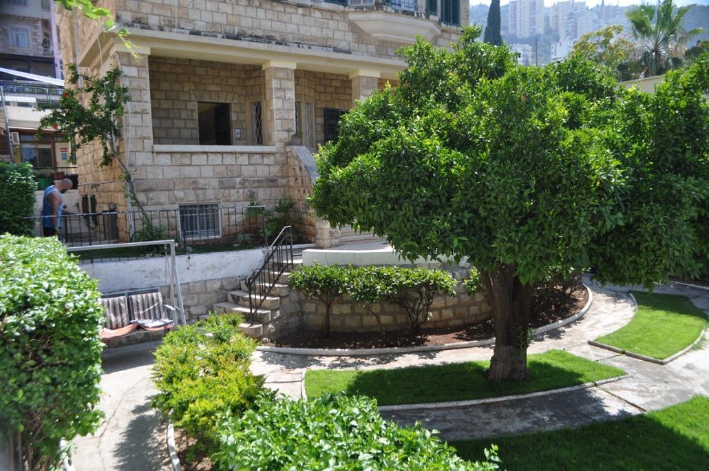 Vorderbereich Mit Garten
